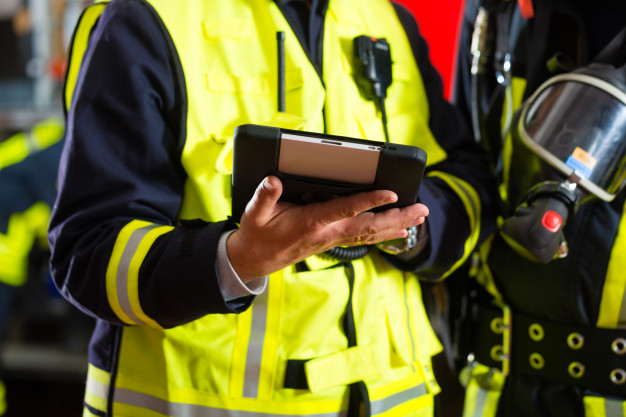 fire-brigade-deployment-plan-tablet-computer_79405-10019