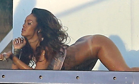 rihanna-posing-nude-naked-photos-thumb-480w