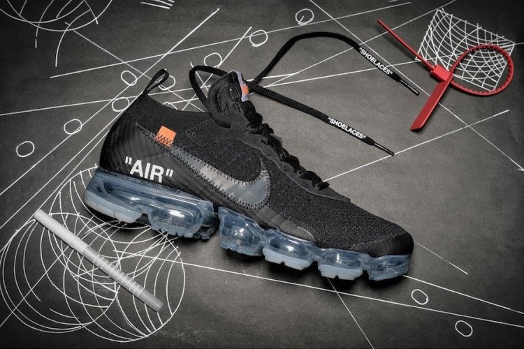 29eea0f686ce6 Virgil Abloh has designed two more Off-White x Nike Air VaporMax colorways  for 2018. One will come dressed in Black and the other in White.