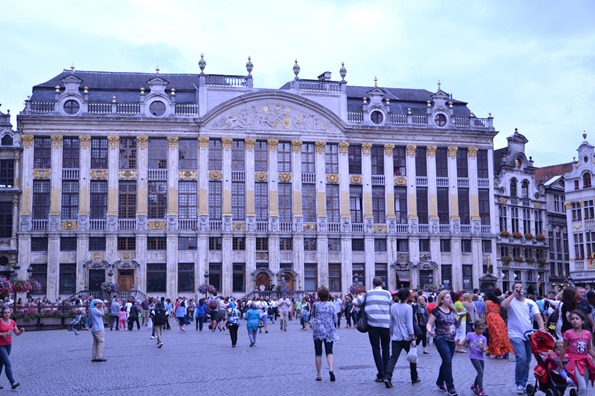 standing renovation grand place