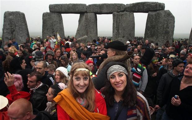stonehenge-solstic_2596384b