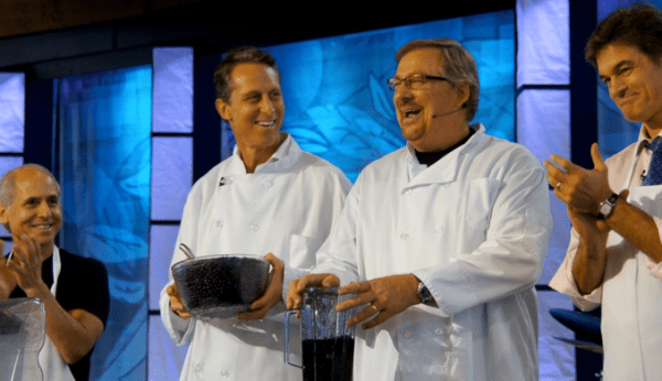From left to right: Dr. Amen, Dr. Hymen, Rick Warren, and Dr. Oz (Picture source: Lighthouse Trails)