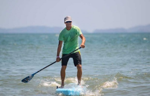 An SUP competitor whose name we didn't catch. Alberto Font The Tico Times