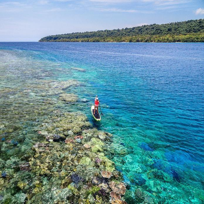 footloosefotographyWhat an incredible location for my first #drone flight - above @saballemann on a #standuppaddleboard off the coast of #espiritusanto #Vanuatu