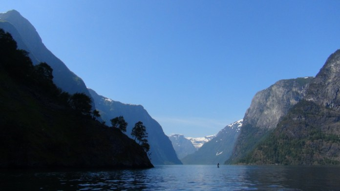 Sognefjord Norway paddle excursion with Titus Kodzoman