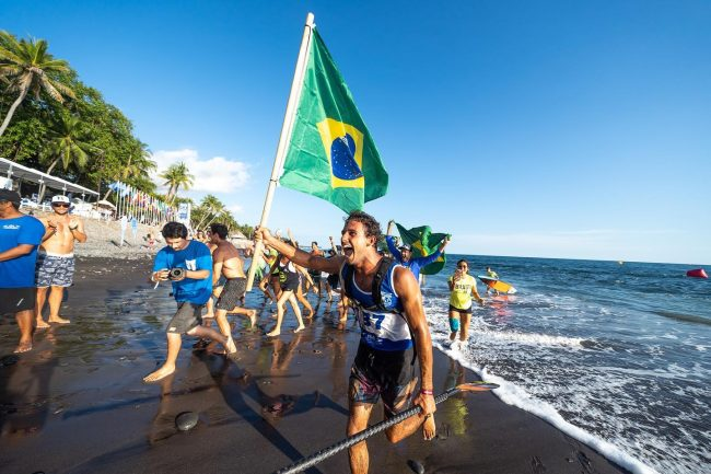 Vinnicius martins wins gold medal ISA SUP World championships