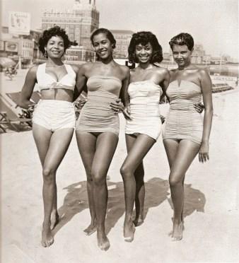 Vintage Photos of Black Ladies in Bathsuits (1)
