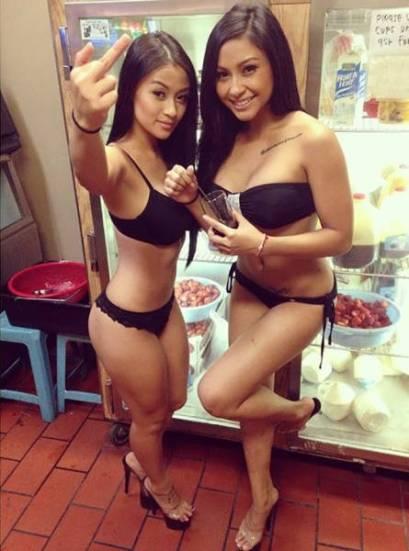 waitresses_wear_lingerie_15