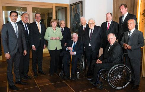 Кисинџер са члановима претходног кабинета Ангеле Меркел, 2013.