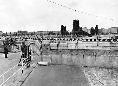 Део Берлинског зида код Постадмског трга, 1961.  (AFP Photo)