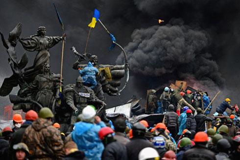 Сукоб антивладиних протестаната са полицијом у Кијеву, 20. фебруара 2014. (Фото: Jeff J Mitchell/Getty Images)