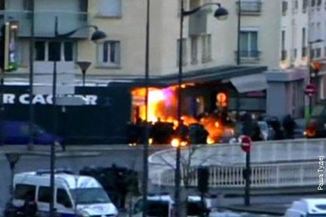 Тренутак када полиција упада у кошер-супермаркет у Паризу Фото: Раша тудеј