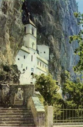 Горњи манастир Острог, црногорско и свесрпско светилиште у које долазе на поклоњење и припадници других вера