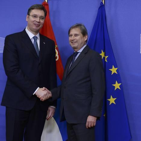 Премијер Александар Вучић и комесар за проширење ЕУ Јоханес Хан (Фото Бета/АП)