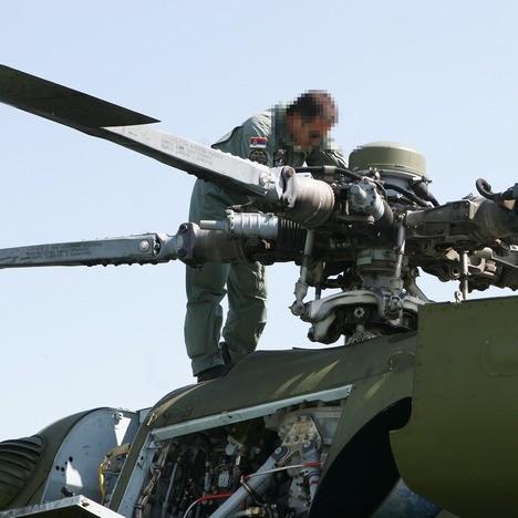 Сервисирање ротора хеликоптера Ми-17 (Фото: Т. Јањић)