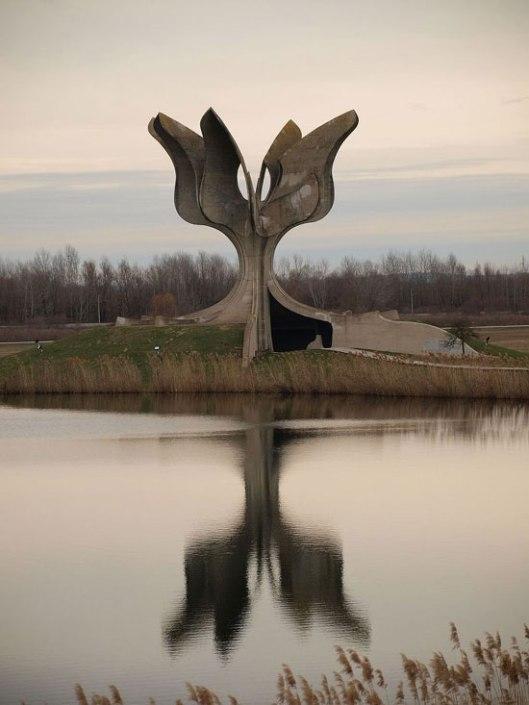 Споменик у Јасеновцу© WIKIPEDIA/ PETARM