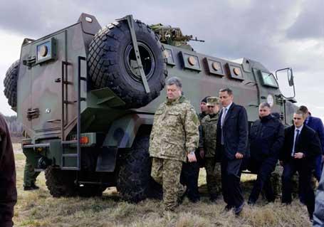Нови Петривци, 04.04.2015 - украјински председник Петро Порошенко у војној бази надомак Кијева