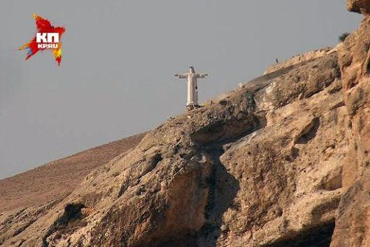 Снимак од пре две године, тада је статуа Христа још гледала град. Данас је уништена. (Фото: Александар Коц, Дмитриј Стешин)