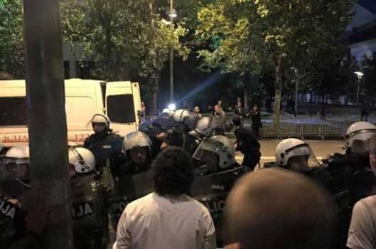 Напад демонстраната на мирну полицију у Подгорици