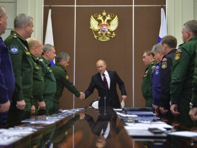 Russian President Vladimir Putin (C) shakes hands with Defence Minister Sergei Shoigu during a meeting at the Bocharov Ruchei state residence in Sochi, November 24, 2014. REUTERS/Alexei Druzhinin/RIA Novosti/Kremlin (RUSSIA - Tags: POLITICS MILITARY) ATTENTION EDITORS - THIS IMAGE HAS BEEN SUPPLIED BY A THIRD PARTY. IT IS DISTRIBUTED, EXACTLY AS RECEIVED BY REUTERS, AS A SERVICE TO CLIENTS