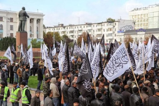 """Митинг у знак подршке терористичкој партији """"Хизб ут-Тахрир"""" на централном тргу престонице Крима. Октобар 2013."""