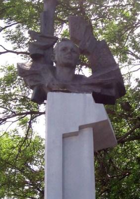 Памятник Марату Казею в Станьково