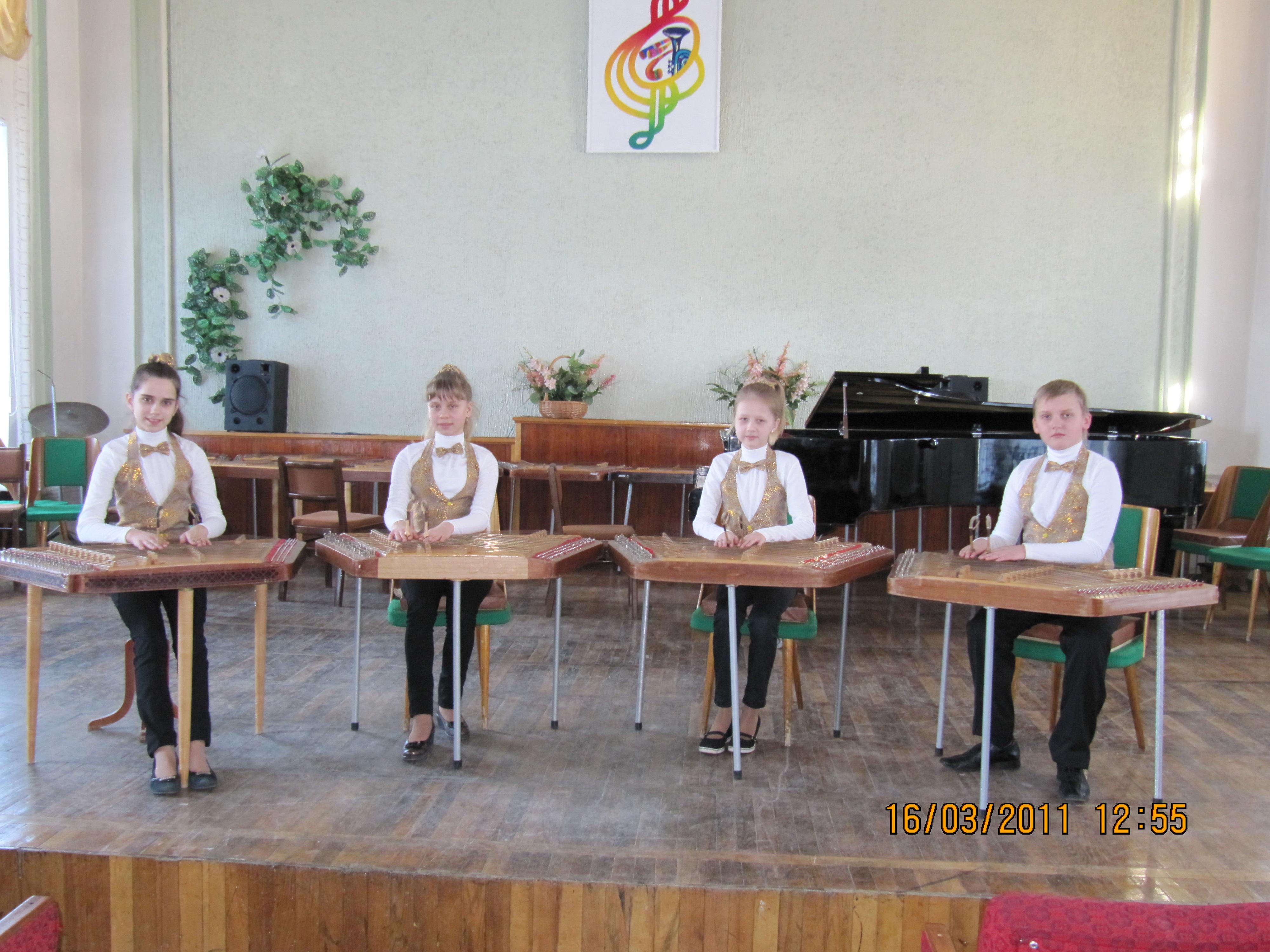 Станьковские цимбалисты два года назад на одном из выступлений