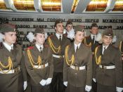 Через несколько минут они встанут в почетный караул у Вечного огня в Минске