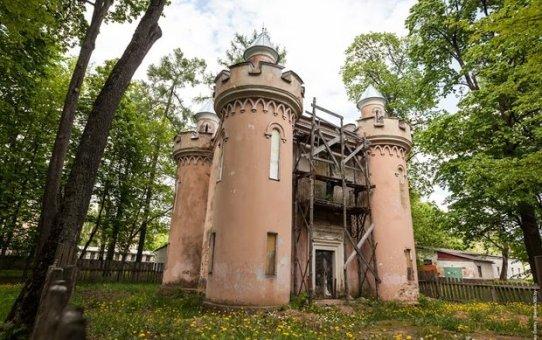 12 вагонов сокровищ, подарки Наполеона и собственная валюта: какие тайны хранит имение Чапских
