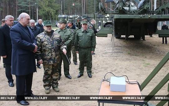 Александр Лукашенко: Беларусь придерживается исключительно оборонной стратегии  Об этом заявил Президент Беларуси, посещая РПУП «Завод точной электромеханики»