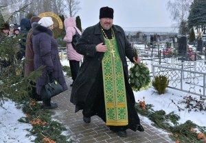 Отец Александр на месте упокоения Святой Блаженной Валентины Минской