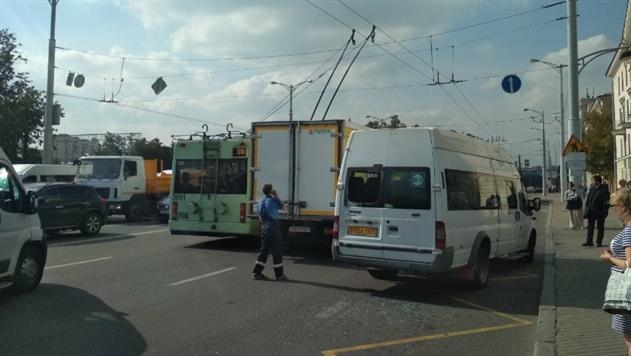 Столкнулись грузовик и маршрутка Минск-Станьково