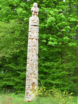 Beaver Crest Totem Pole in Stanley Park, Vancouver, BC, Canada