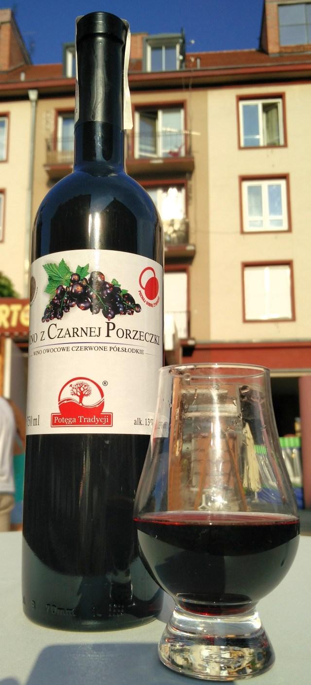 Wino z czarnej porzeczki półsłodkie