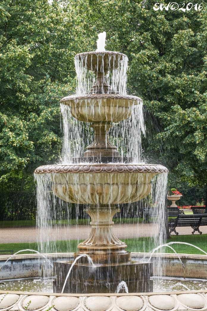 Slow fountain