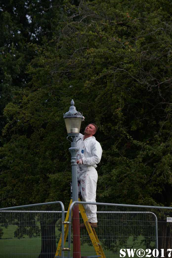 When I'm painting lampposts