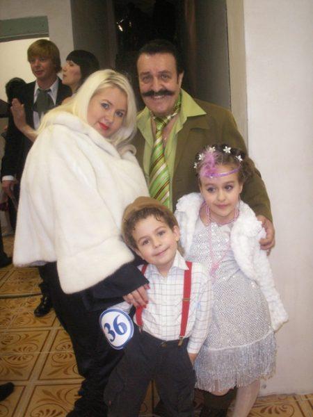 Вилли Токарев с женой Джулией и детьми