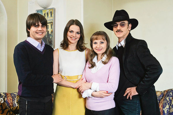 Михаил Боярский с женой и детьми. Фото