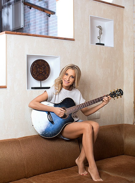 Юлия Ковальчук в домашней обстановке