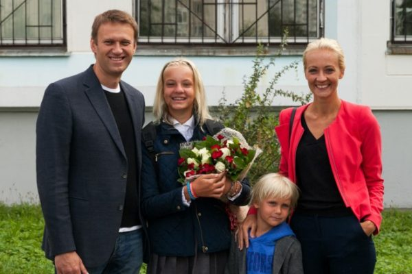 Алексей Навальный семья : жена и дети. Фото
