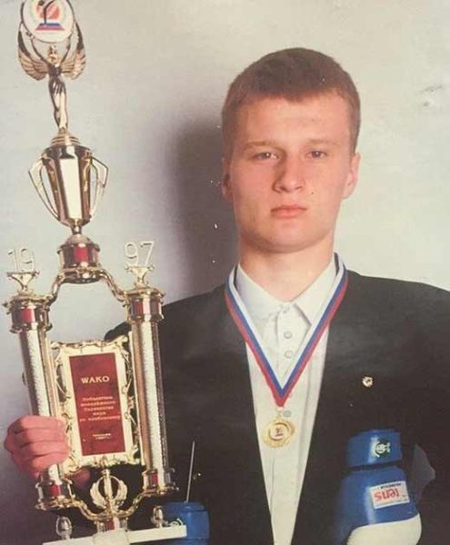 Александр Поветкин в молодости. Фото с трофеем