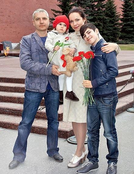 Фото : Екатерина Гусева с мужем и детьми