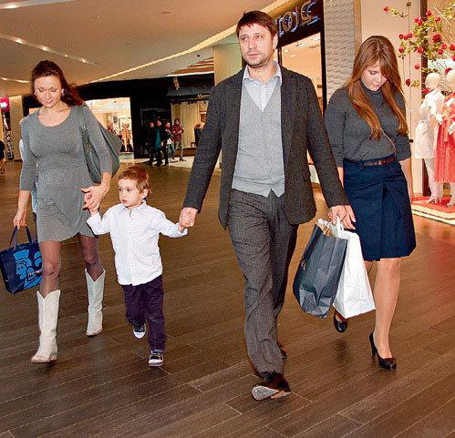 Виктор Логинов с женой и детьми. Фото