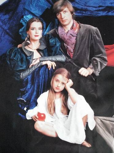 Алесандр Абдулов с Ириной Алферовой и дочерью Ксенией. Фото