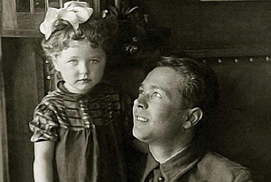 Наталья Фатеева в детстве с отцом
