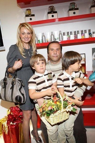 Яна Рудковская с бывшим мужем Виктором Батуриным и детьми. Фото