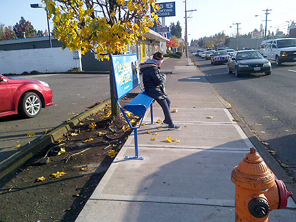 New TriMet Leaners are being installed along César Chávez Boulevard in Northeast and Southeast Portland. (TriMet)