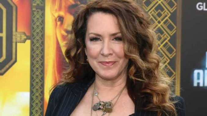 Joely Fisher in black clothes
