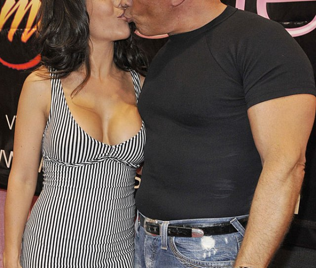 Lou Bellera And Amy Fisher Kiss