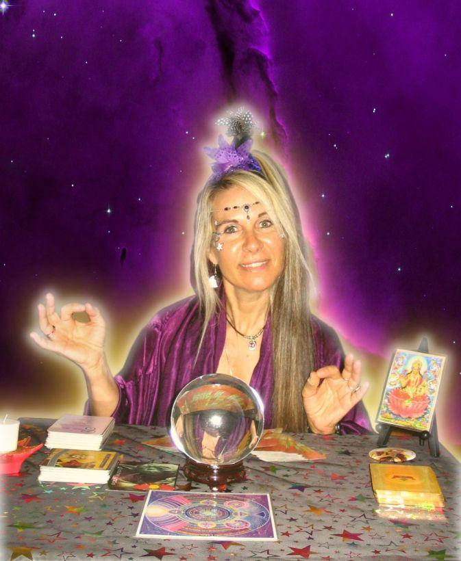 psychic-reader-840x1024